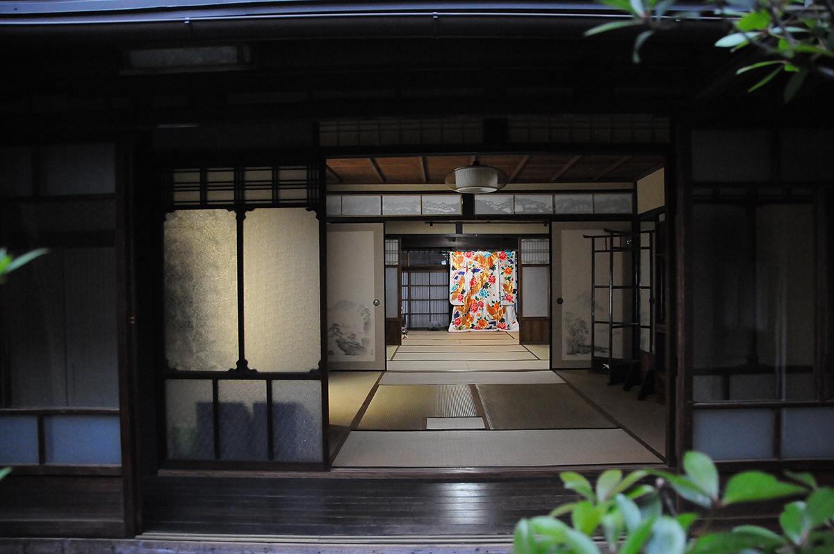 1階 玄関とミセニワ(土間)2