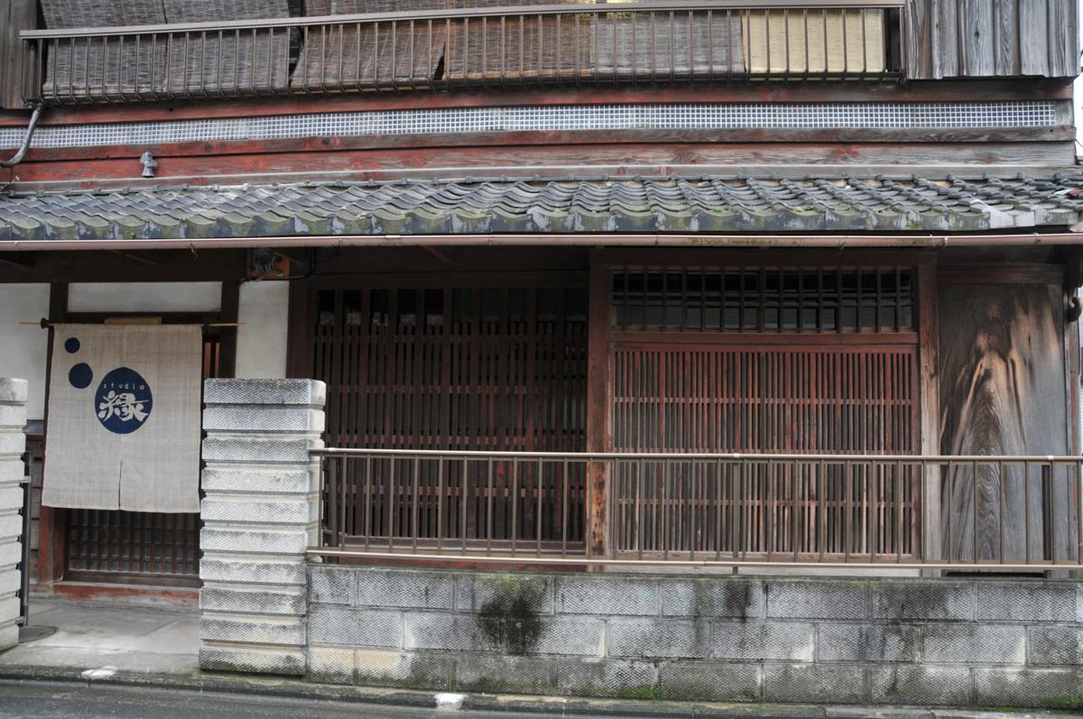 1階 玄関とミセニワ(土間)1